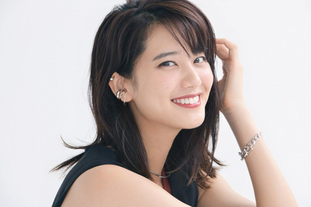 山崎紘菜は大学英語科出身のハーフ?似てる女優と見分けがつかない!